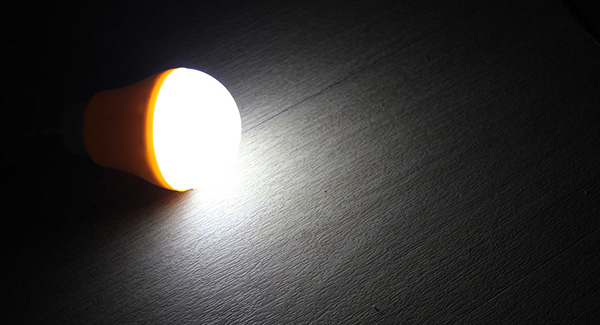 Pilih Mana: Lampu LED atau Lampu Biasa?