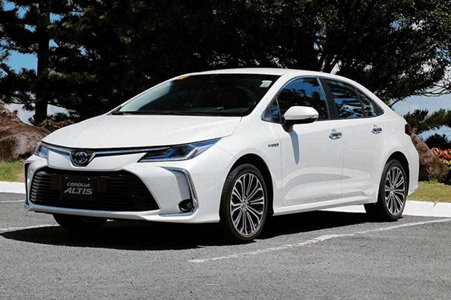 Toyota Corolla Altis vs Camry